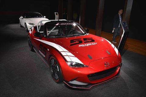 Mazda показала обновленную версию культового родстера MX-5