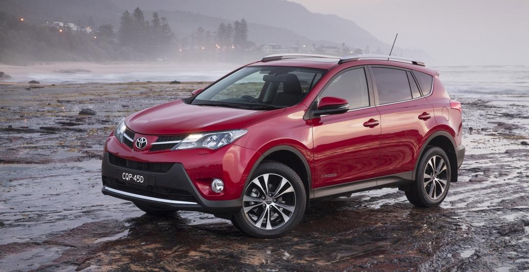 Тойота отзывает почти 150000 автомобилей РАВ4 в России