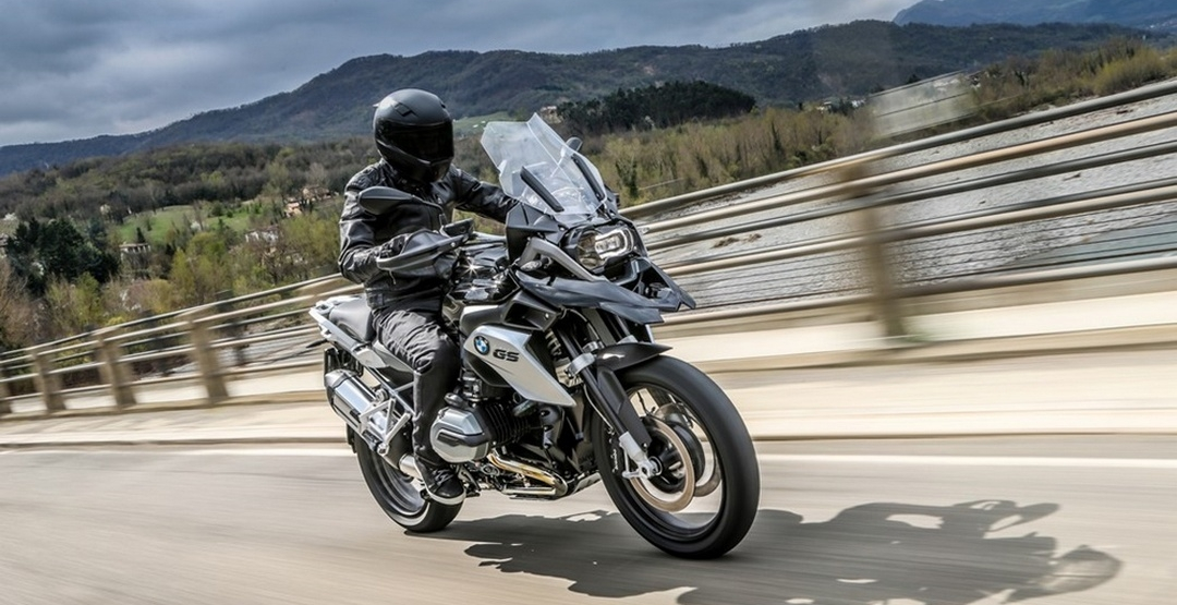 BMW представил новый туристический эндуро R1200GS Triple Black 2016