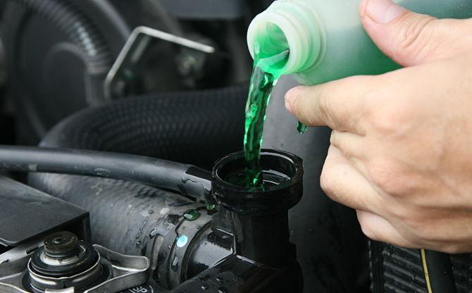 Как выбрать подходящую охлаждающую жидкость для авто?