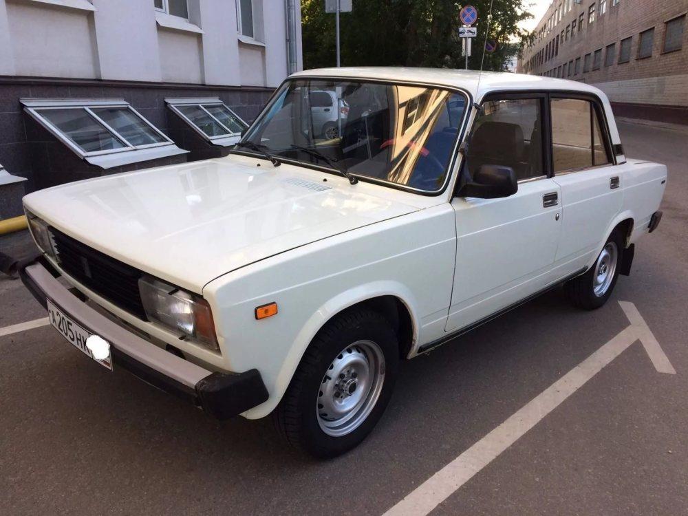 Самым популярным первым авто стала белая «Лада» седан