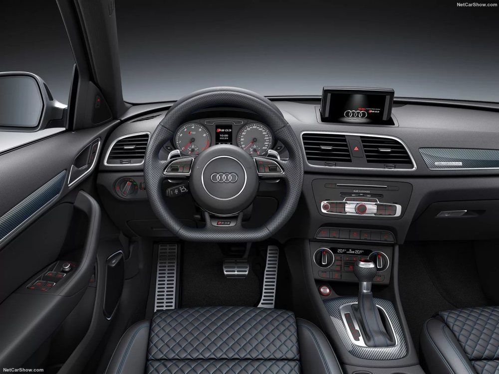 Audi RS Q3 2017 салон
