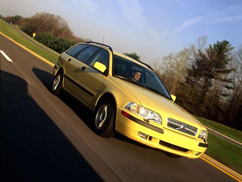 Отзывы о Volvo V40 (Вольво В40)